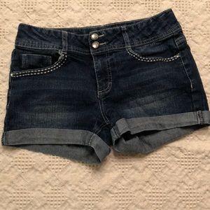Jean shorts with cross back pockets